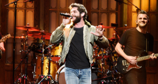 Thomas Rhett has family join him on video